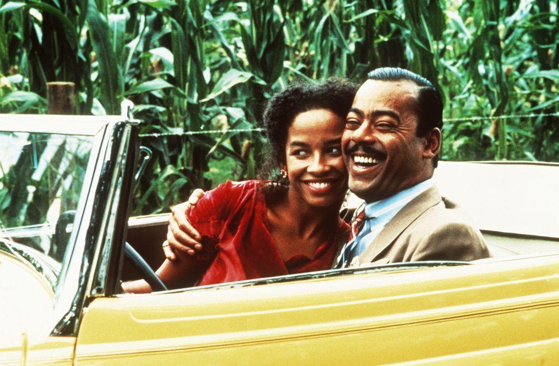 Die willensstarke und selbstbewusste Bluessängerin Shug Avery (Margaret Avery, l.) nimmt ihr Glück selbst in die Hand und heiratet den wohlhabenden... - Bildquelle: Warner Bros.