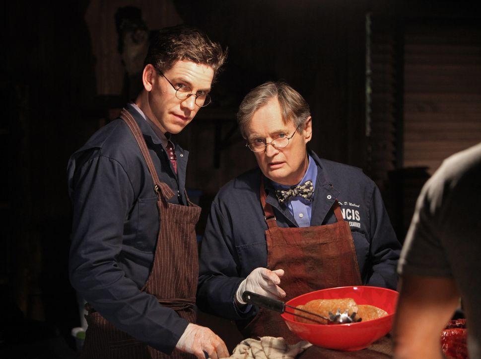 Ihr Leben ist in großer Gefahr: Ducky (David McCallum, r.) und Jimmy (Brian Dietzen, l.) ... - Bildquelle: CBS Television