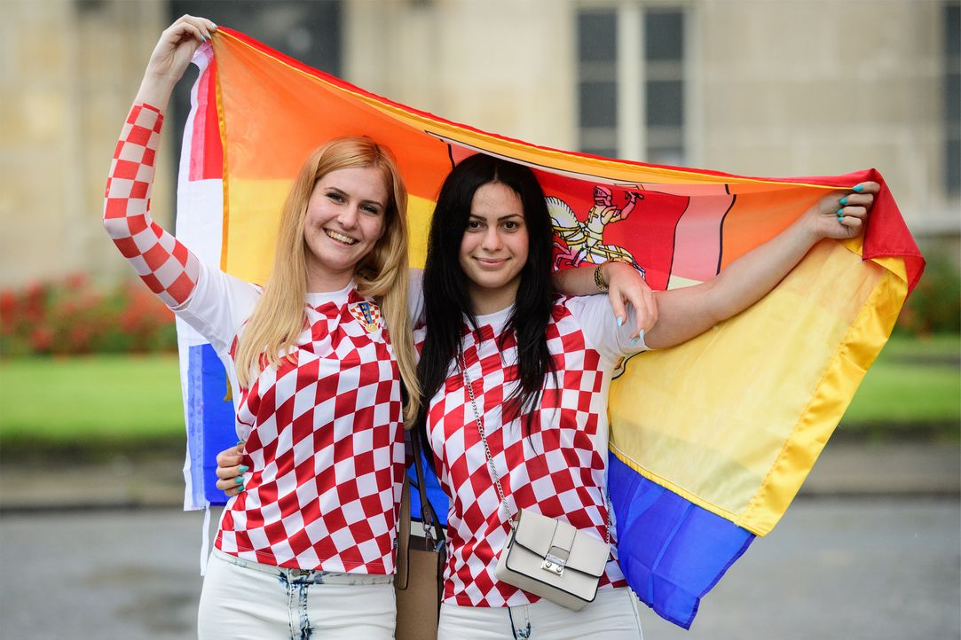 Croatia supporters pose_women_LEON NEAL_AFP