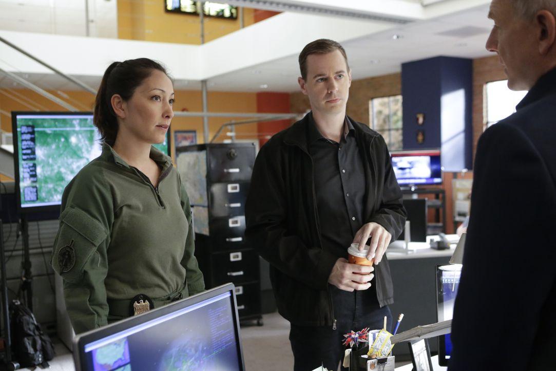 Versuchen alles, um die entführte Tochter von Sarah Porter zu finden: NCIS Special Agent Valerie Page (Christina Chang, l.), McGee (Sean Murray, M.)... - Bildquelle: Neil Jacobs 2016 CBS Broadcasting, Inc. All Rights Reserved / Neil Jacobs