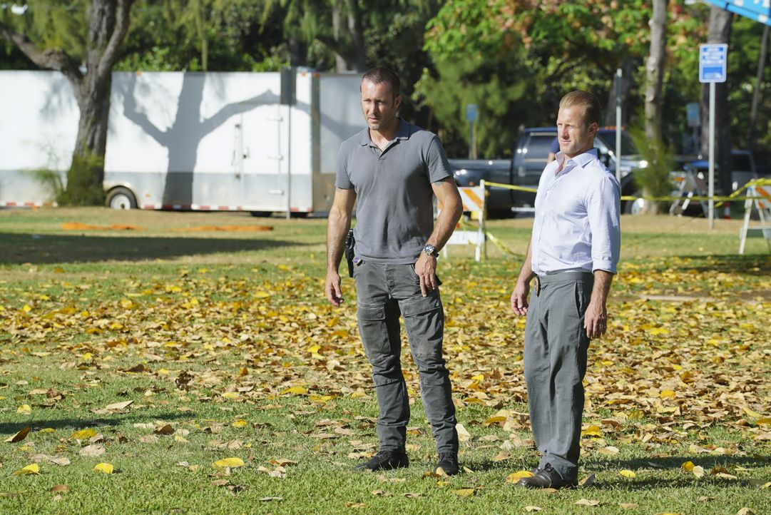 Steve McGarrett (Alex O'Loughlin, l.); Danny Williams (Scott Caan, r.) - Bildquelle: Karen Neal 2018 CBS Broadcasting, Inc. All Rights Reserved / Karen Neal
