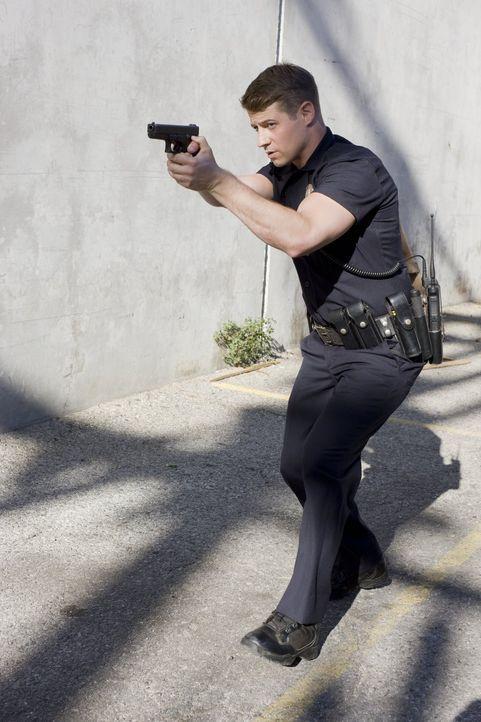 (3. Staffel) - Dass es in L.A. nicht nur weiße Strände, Villen und makellose Körper gibt, weiß Officer Ben Sherman (Benjamin McKenzie) genau. Zusamm... - Bildquelle: Warner Brothers
