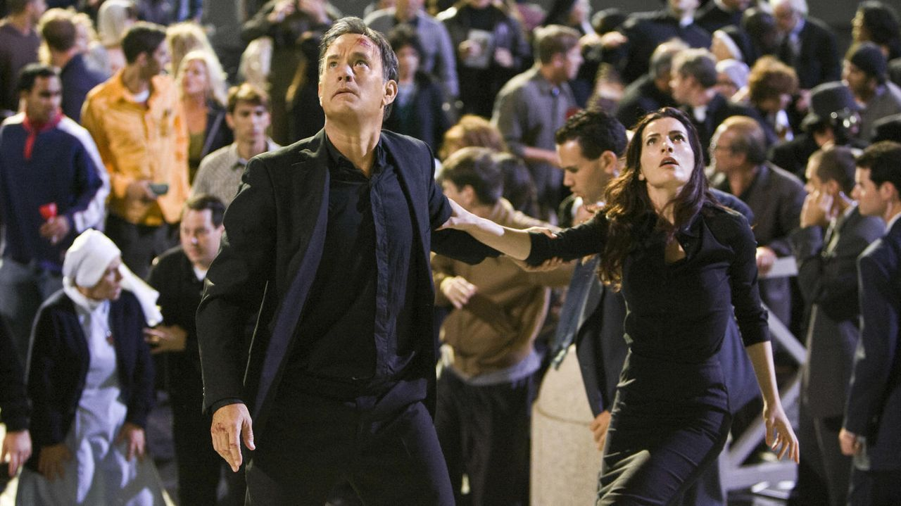 Sie sind die einzige Hoffnung für das Überleben der katholischen Kirche: Robert Langdon (Tom Hanks, l.) und Vittoria Vetra (Ayelet Zurer, r.) - Bildquelle: 2009 Columbia Pictures Industries, Inc. All Rights Reserved.