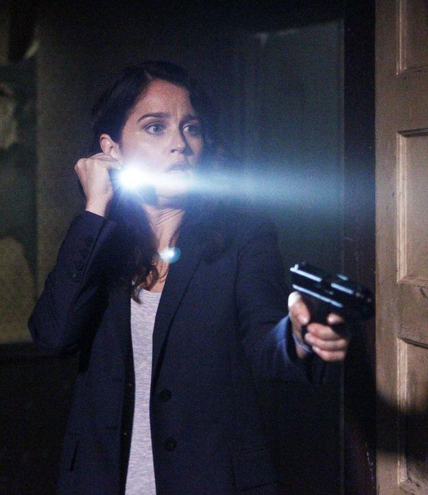 Jane und Teresa Lisbon (Robin Tunney) führen heimlich ihre Mission fort, um den richtigen Red John zu finden ... - Bildquelle: Warner Bros. Television