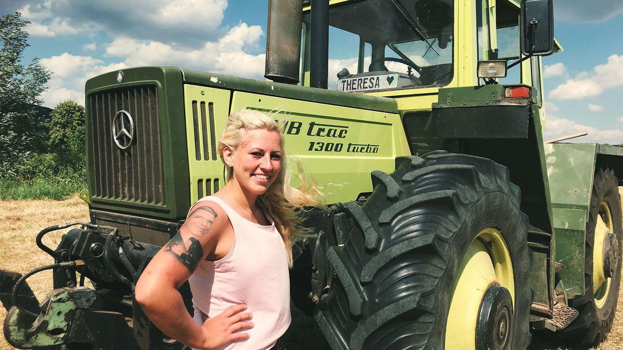 Traktor frau nackt auf Nackt in