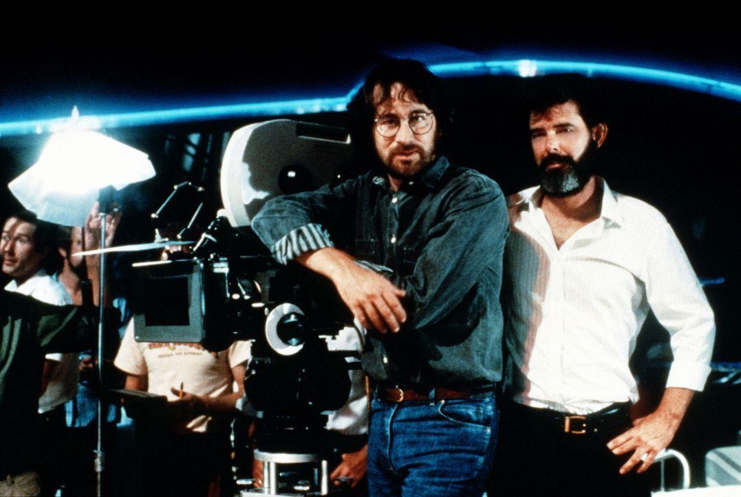 """Mit """"Indiana Jones und der Tempel des Todes"""" setzten George Lucas (r.) und Steven Spielberg (l.) den Erfolg des Archäologen mit Hut und Peitsche fo... - Bildquelle: Paramount Pictures"""