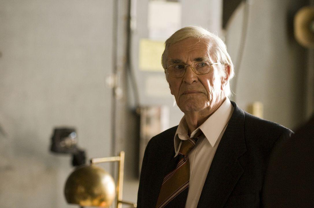 Wer streut Gerüchte über seinen Tod und warum glauben die Leute, dass Joe (Martin Landau) tot ist? - Bildquelle: USA Network