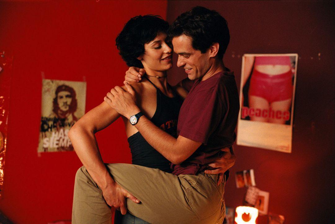 Die lesbische Isabelle (Cécile De France, l.) erklärt Xavier (Romain Duris, r.) worauf Frauen wirklich abfahren ? - Bildquelle: Tobis Film GmbH & Co. KG