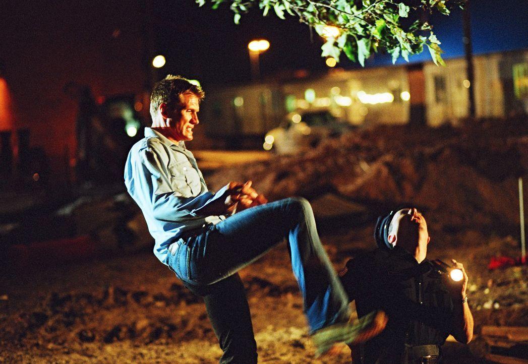Obwohl Sam (Dolph Lundgren) und die Schüler ihren sadistischen Gegnern in allen Belangen unterlegen sind, machen sie ihren Gegnern der Leben schwer... - Bildquelle: Nu Image