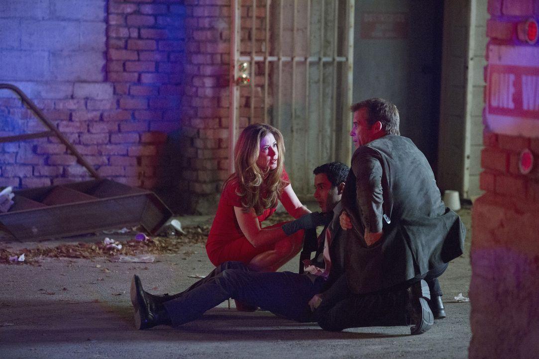 Bei seinen Ermittlungen geraten Detective Tommy Sulivan (Mark Valley, r.) und Dr. Megan Hunt (Dana Delany, l.) zusammen mit Jaxon Ware (Alex Di Dio)... - Bildquelle: 2013 American Broadcasting Companies, Inc. All rights reserved.