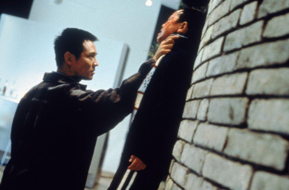 Der junge Ex-Elitesoldat Fu (Jet Li, l.) verfügt über verblüffende Nahkampffähigkeiten ? - Bildquelle: Sony 2007 CPT Holdings, Inc.  All Rights Reserved.