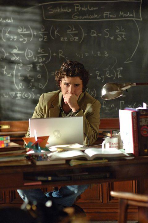 Charlie (David Krumholtz) arbeitet an einem neuen Fall ... - Bildquelle: Paramount Network Television