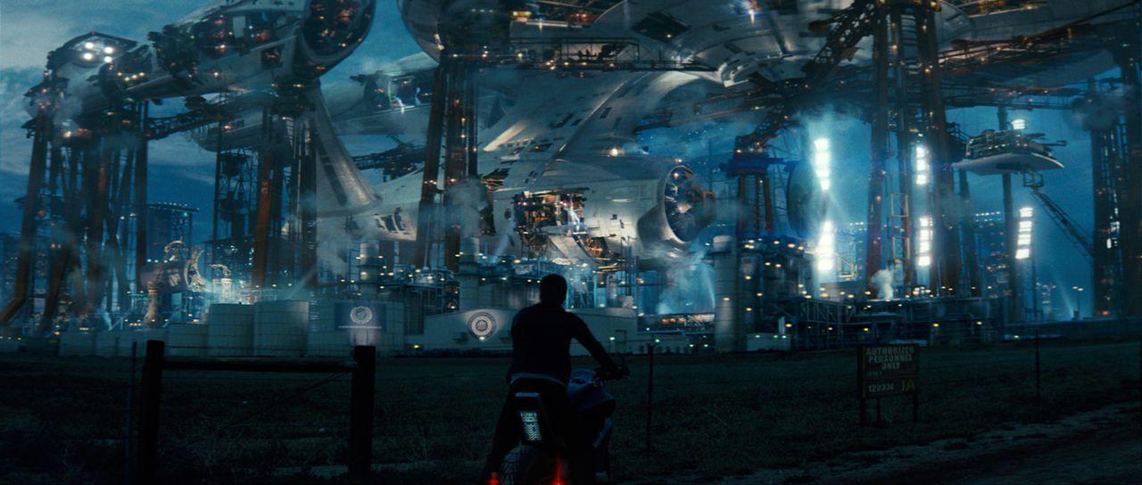 An der Sternenflottenakademie lernt Draufgänger Kirk (Chris Pine) den ruhigen Analytiker Spock kennen. Zwischen den beiden unterschiedlichen Jungs... - Bildquelle: Paramount Pictures