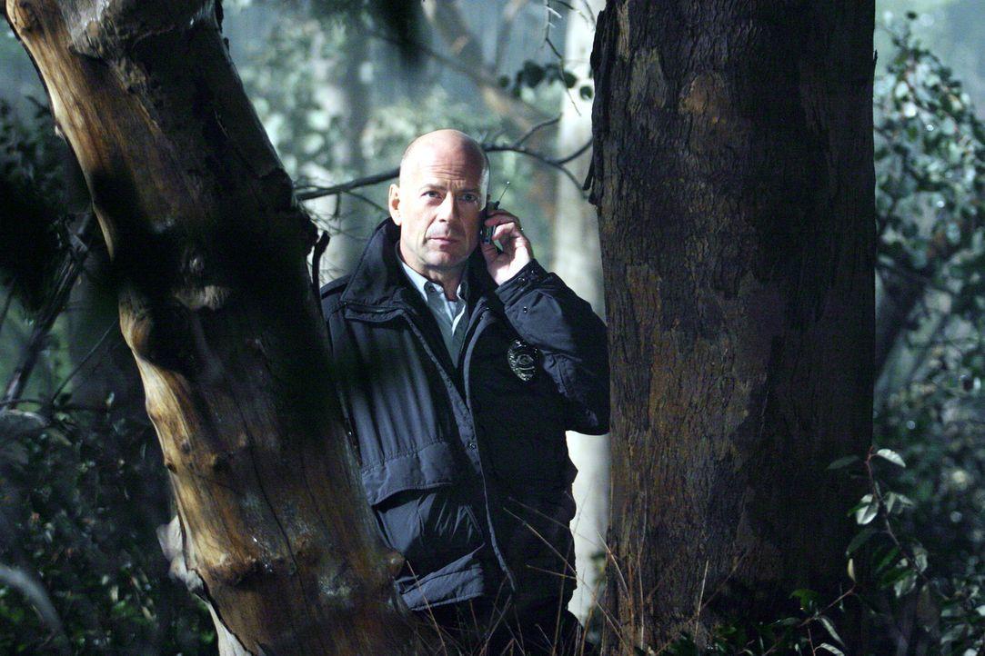 Nach einem fehlgeschlagenen Einsatz lässt sich der Polizist Jeff Talley (Bruce Willis) in eine Kleinstadt versetzen. Eines Tages jedoch nehmen drei... - Bildquelle: 2004 Hostage, LLC. All Rights Reserved