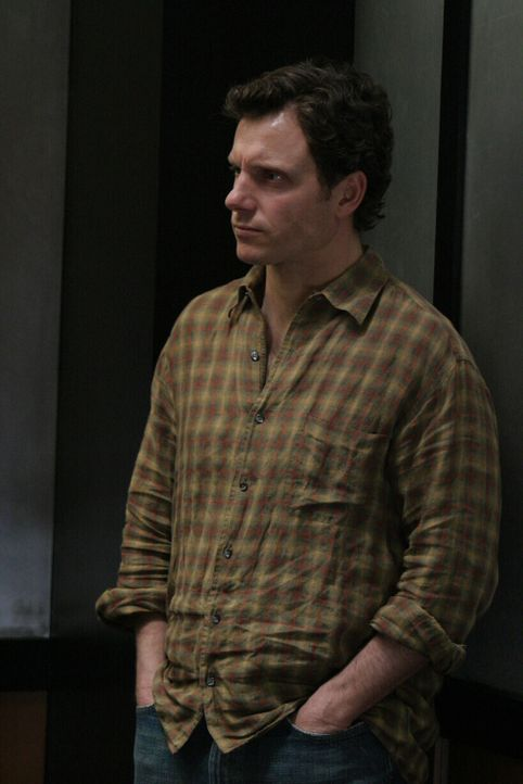 Hat Rick Knowles (Tony Goldwyn) etwas mit dem Verschwinden der jungen Julie zu tun, oder vielleicht doch sein Zwillingsbruder? - Bildquelle: Warner Bros. Entertainment Inc.