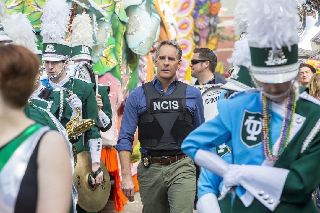 Auf den Straßen von New Orleans tobt der Karneval. Doch für Pride (Scott Bakula, M.) und sein Team bleibt keine Zeit zu feiern ... - Bildquelle: 2015 CBS Broadcasting, Inc. All Rights Reserved