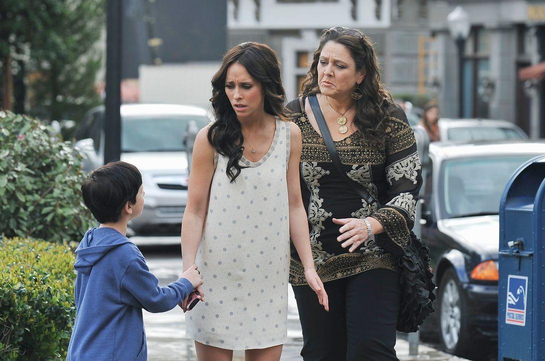 Aidens (Connor Gibbs, l.) Erzählung beunruhigt Melinda (Jennifer Love Hewitt, M.) und Delia (Camryn Manheim, r.) sehr ... - Bildquelle: ABC Studios