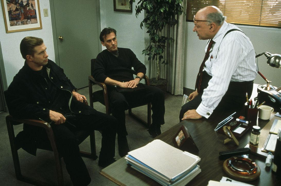 Sowohl Detective Caleb Barnes (Stephen Baldwin, l.) als auch sein Partner Glenn Dwyer (Robert Knepper, M.) und ihr Vorgesetzter Lt. Paul Taylor (All... - Bildquelle: COLUMBIA TRISTAR INTERNATIONAL TELEVISION