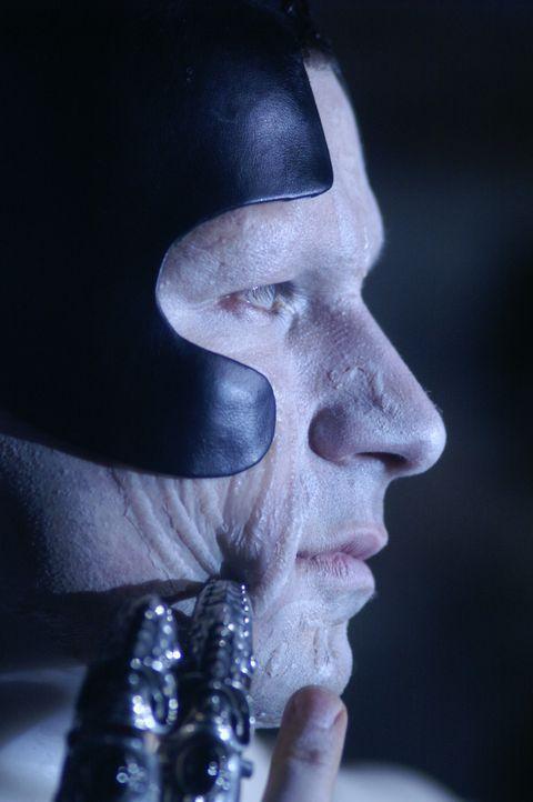Der Wächter (Cristian Solimeno), ist ebenfalls ein Unsterblicher aus der Urzeit, doch er sieht einem Zombie mittlerweile ähnlicher als einem Mensc... - Bildquelle: Lions Gate Films
