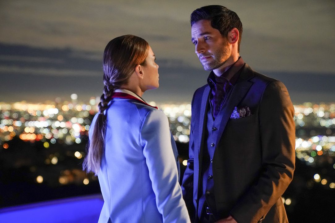 Chloe (Lauren German, l.); Lucifer (Tom Ellis, r.) - Bildquelle: Erik Voake 2017 Fox Broadcasting Co. / Erik Voake