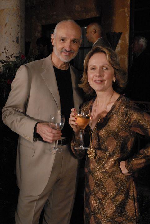 Freuen sich sehr, dass Allison und Joe zu ihrer Party gekommen sind: Peter (Michael Gross, l.) und Bonnie Barrister (Kate Burton, r.) - Bildquelle: Paramount Network Television