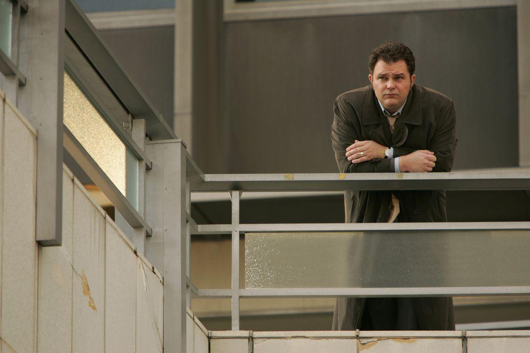 Das plötzliche Auftauchen seiner Jugendliebe, lässt Det. Nick Vera (Jeremy Ratchford) nicht kalt ... - Bildquelle: Warner Bros. Television