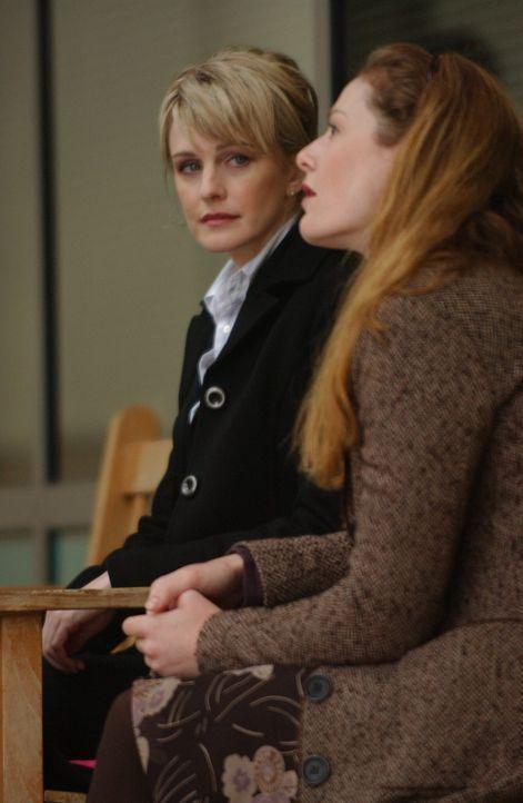 Det. Lilly Rush (Kathryn Morris, l.) hofft, dass Susan (Blake Lindsley, r.) wichtige Informationen, die zur Überführung des Täters beitragen könnten... - Bildquelle: Warner Bros. Television