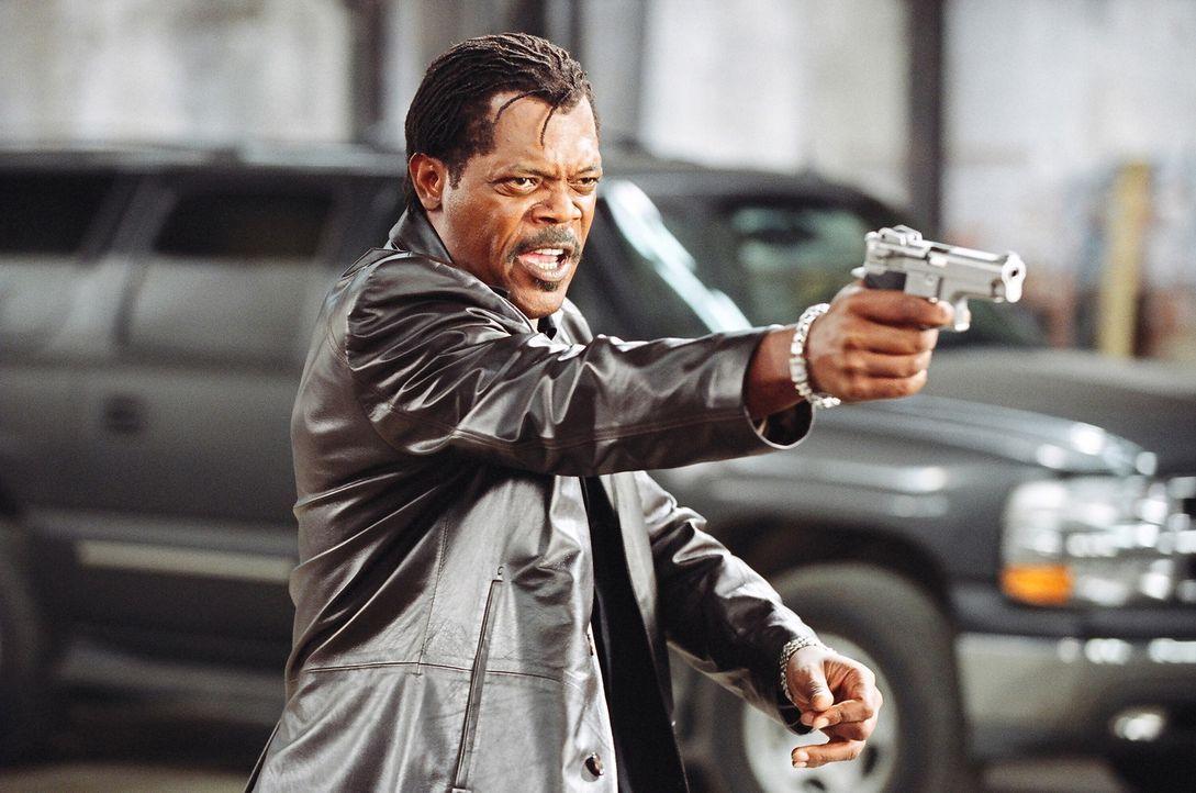 Als sein korrupter Partner bei einem Waffendiebstahl ermordet wird, will Undercover-Cop Derrick Vann (Samuel L. Jackson) im Alleingang eine Gruppe v... - Bildquelle: 2005 Warner Brothers