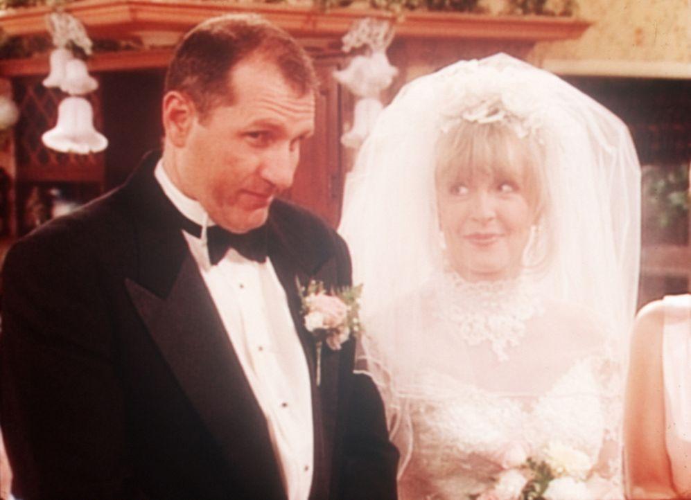 Al (Ed O'Neill, l.) mit seiner neuen Braut June (Deborah Harmon, r.). - Bildquelle: Columbia Pictures