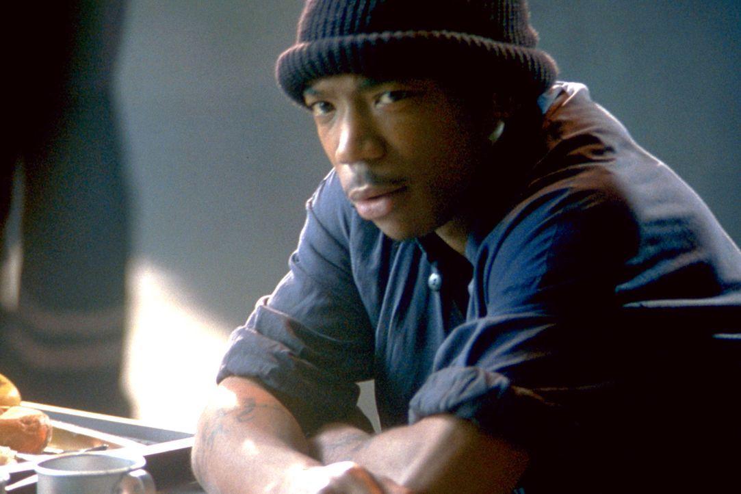 Gemeinsam mit Sascha sagt Nick (Ja Rule) den Gangstern den Kampf an ... - Bildquelle: 2003 Sony Pictures Television International. All Rights Reserved.