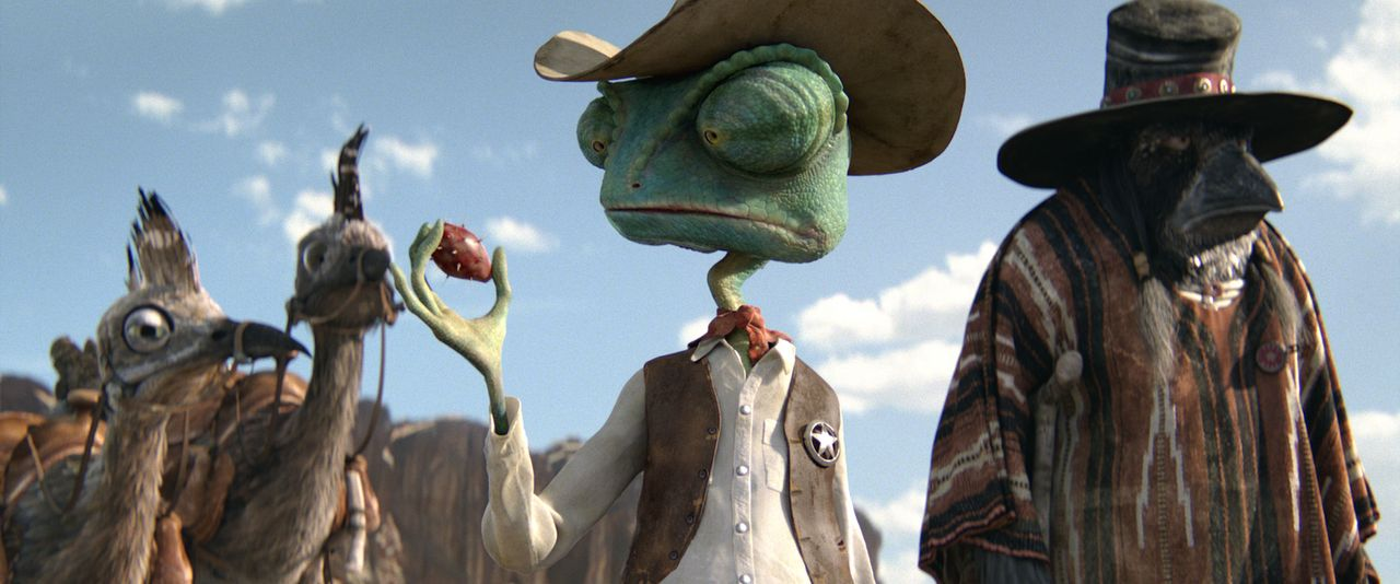 Eine Truppe ganz besonders mutiger Bewohner von Dirt machen sich mit Sheriff Rango (2.v.r.) und seinem Assistenten Wounded Bird (r.) auf den Weg dur... - Bildquelle: Paramount Pictures. All rights reserved.