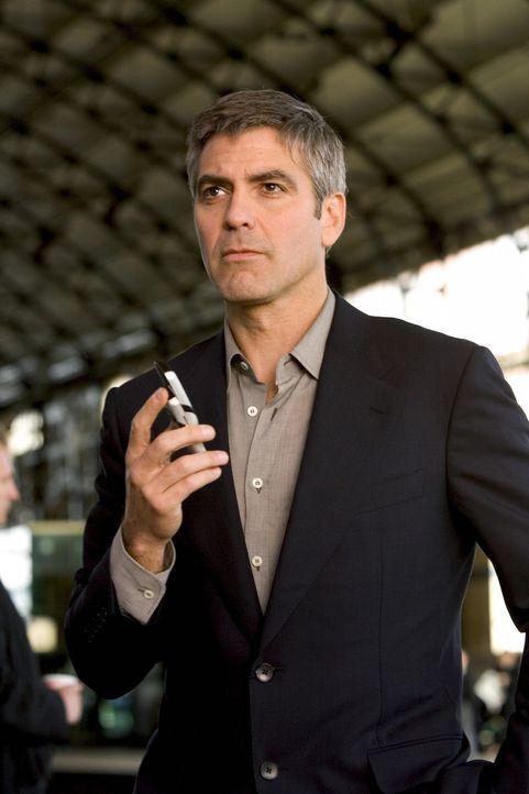 Drei Jahre nach seinem großen Casino-Coup hat Danny Ocean (George Clooney) ein Problem, doch er hat schon eine Lösung parat ... - Bildquelle: Warner Bros. Television