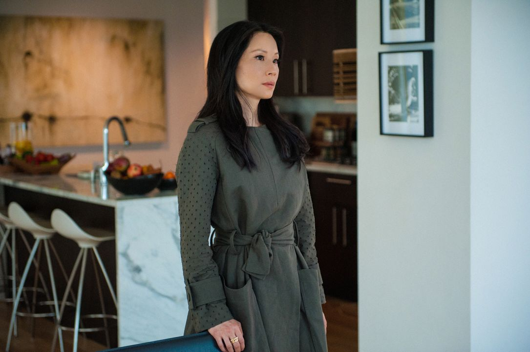 Nachdem sie aus der Geiselhaft befreit wurde, machen sich alle Sorgen um ihre Gesundheit und wollen sie schonen, doch Watson (Lucy Liu) möchte nicht... - Bildquelle: CBS Television