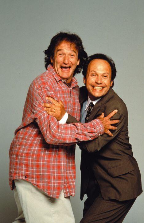 Für den selbstmordgefährdeten Dichter Dale Putley (Robin Williams, l.) und den erfolgreichen Anwalt Jack Lawrence (Billy Crystal, r.) beginnt eine... - Bildquelle: Warner Bros. Television