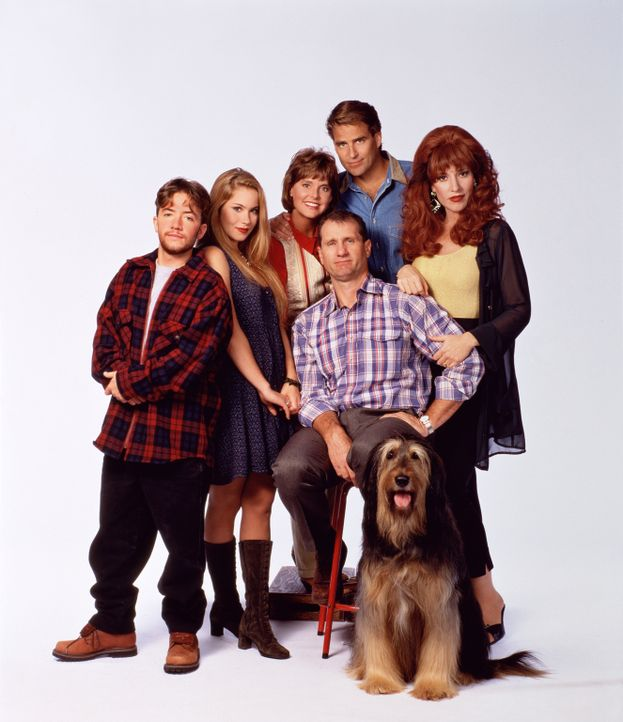 (8. Staffel) - Familie Bundy und ihre Nachbarn (v.l.n.r.): Bud (David Faustino), Kelly (Christina Applegate), Marcy (Amanda Bearse), Jefferson (Ted... - Bildquelle: Sony Pictures Television International. All Rights Reserved.