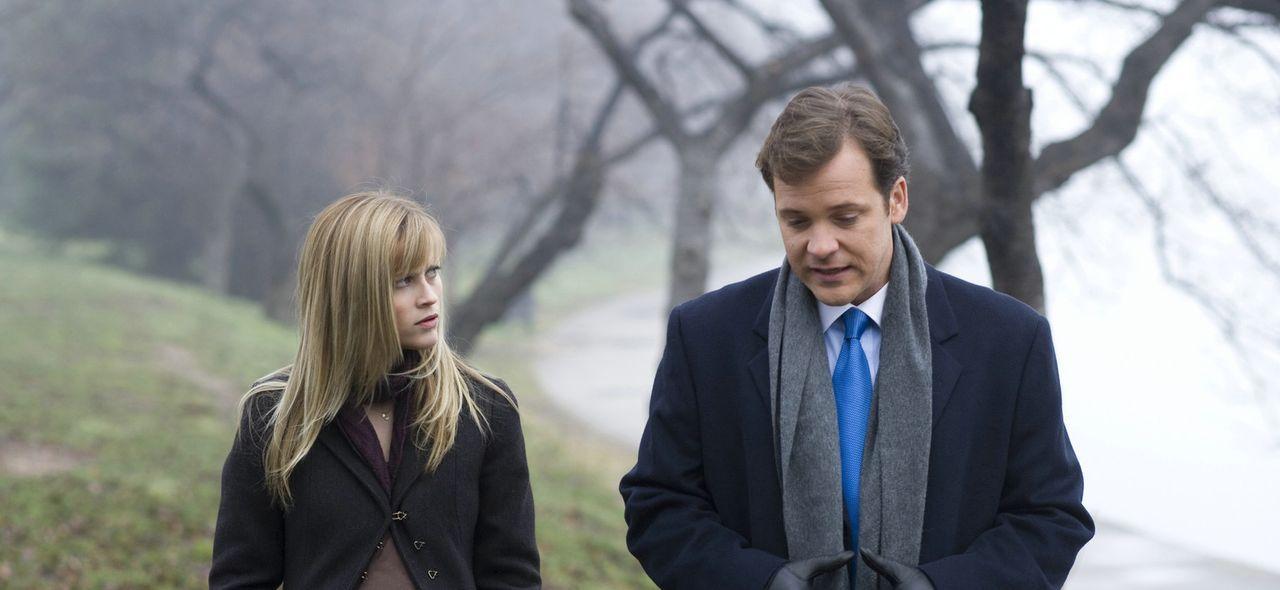 Isabella (Reese Witherspoon, l.) erfährt von einem ehemaligen Kommilitonen (Peter Sarsgaard, r.), dass ihr Mann auf einen Befehl der CIA Chefin Whi... - Bildquelle: Warner Brothers
