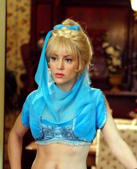 Als Phoebe (Alyssa Milano) an einem verstaubten Fläschchen reibt, das ein Dämon auf einem fliegenden Teppich verloren hat, verwandelt sie sich in ei... - Bildquelle: Paramount Pictures.