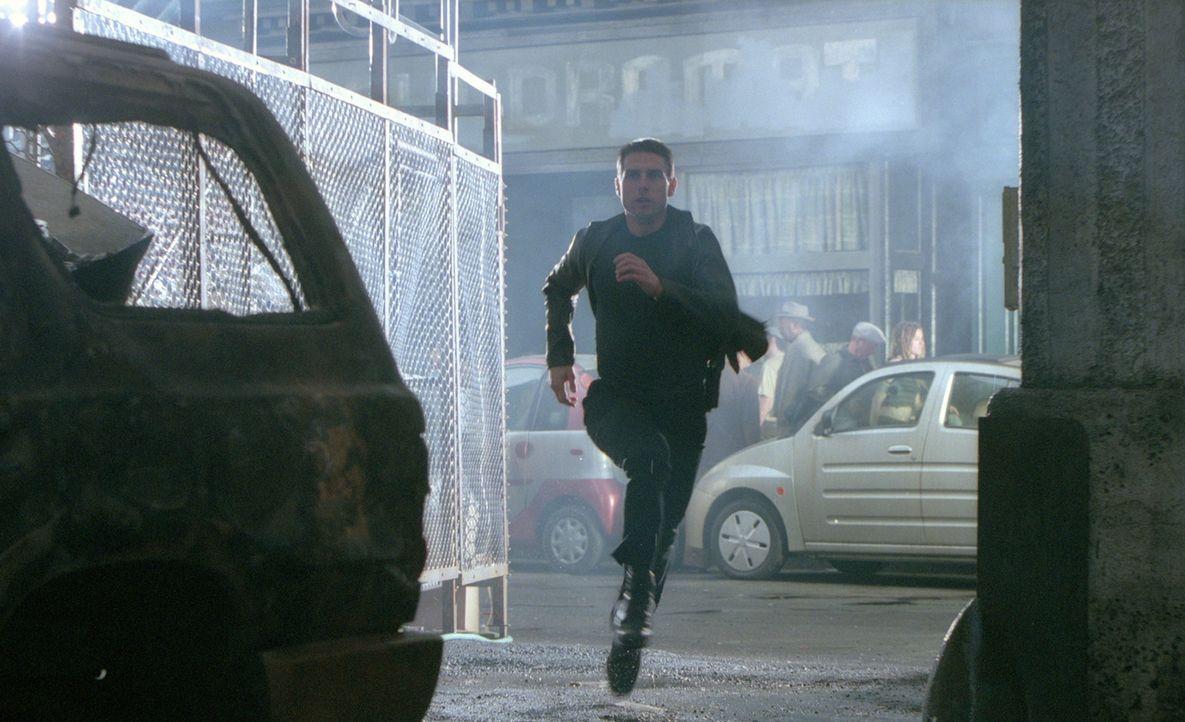 Als ein Justizbeamter das Verbrechensprogramm auf Fehler kontrollieren soll, wird prompt Pre-crime-Cop John Anderton (Tom Cruise) als künftiger Kil... - Bildquelle: 2002 Dreamworks LLC & 20th Century Fox Film Corp. All Rights Reserved