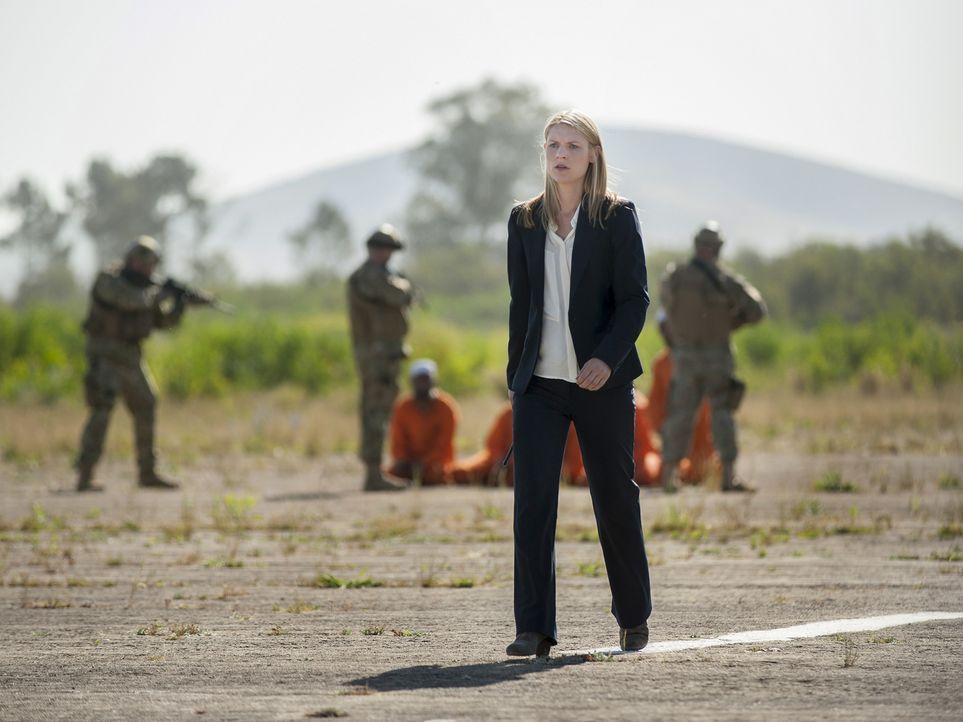Während Carrie (Claire Danes) alles versucht, Saul zu retten, muss sie sich auch mit einem Maulwurf aus den eigenen Reihen auseinandersetzen ... - Bildquelle: 2014 Twentieth Century Fox Film Corporation