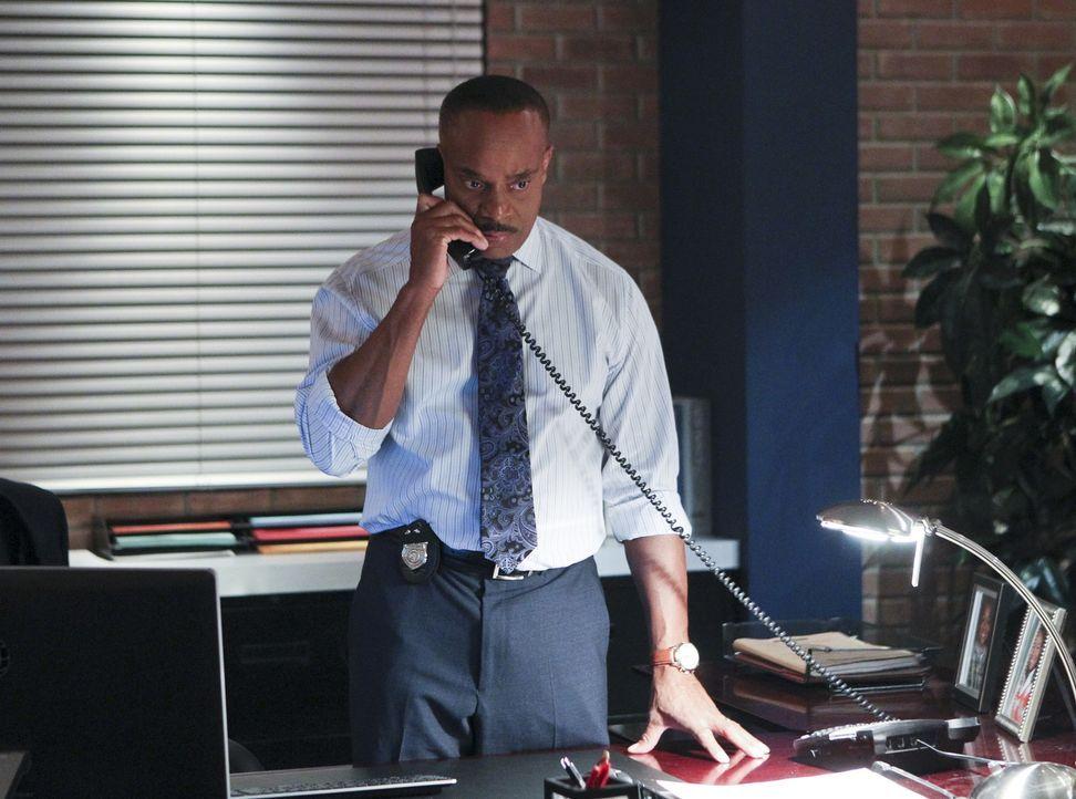 Während sich Vance (Rocky Carroll) Sorgen um Gibbs macht, versuchen DiNozzo und CIA Officer Joanna Teague alles, um in Shanghai den Kopf der Terrorg... - Bildquelle: Sonja Flemming CBS Television