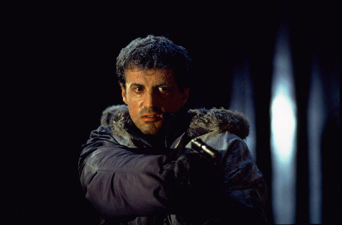 Ein plötzlich aufkommender Schneesturm wird dem FBI-Agent Jake Malloy (Sylvester Stallone) zum Verhängnis ... - Bildquelle: Universal Pictures