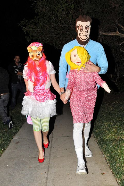 Stars an Halloween: Sasha Cohen & Isla Fisher - Bildquelle: WENN.com