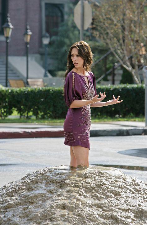Melinda (Jennifer Love Hewitt) hat eine seltsame Vision: Sie steckt plötzlich bis zu beiden Knien im Schlamm ... - Bildquelle: ABC Studios