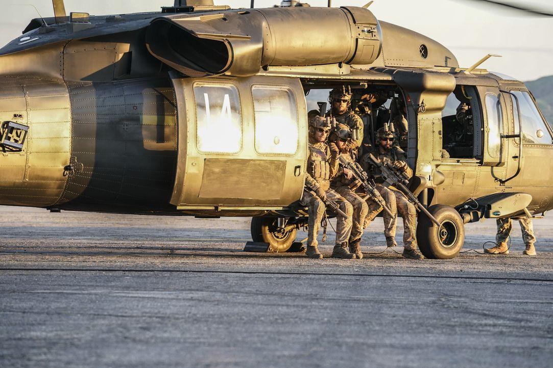 Bevor das SEAL-Team nach Hause zurückkehrt, haben sie eine letzte Rache-Mission zu erfüllen ... - Bildquelle: Erik Voake CBS © 2018 CBS Broadcasting, Inc. All Rights Reserved. / Erik Voake