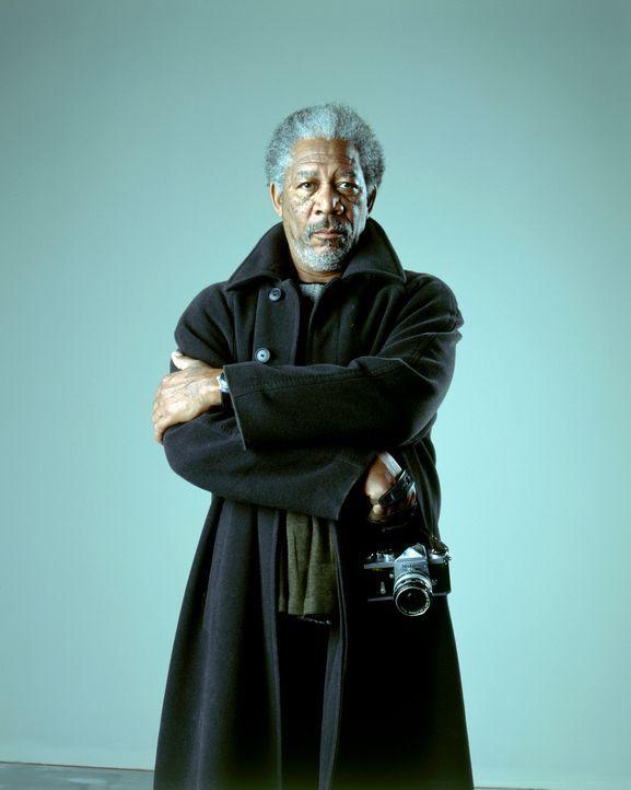 Ist schon lange ausgebrannt: Zunächst will Moses Ashford (Morgan Freeman) der Verschwörungstheorie seines jungen Angestellten keinen Glauben schenke... - Bildquelle: 2005 FILM & ENTERTAINMENT VIP MEDIENFONDS 3 GmbH & Co. KG GmbH