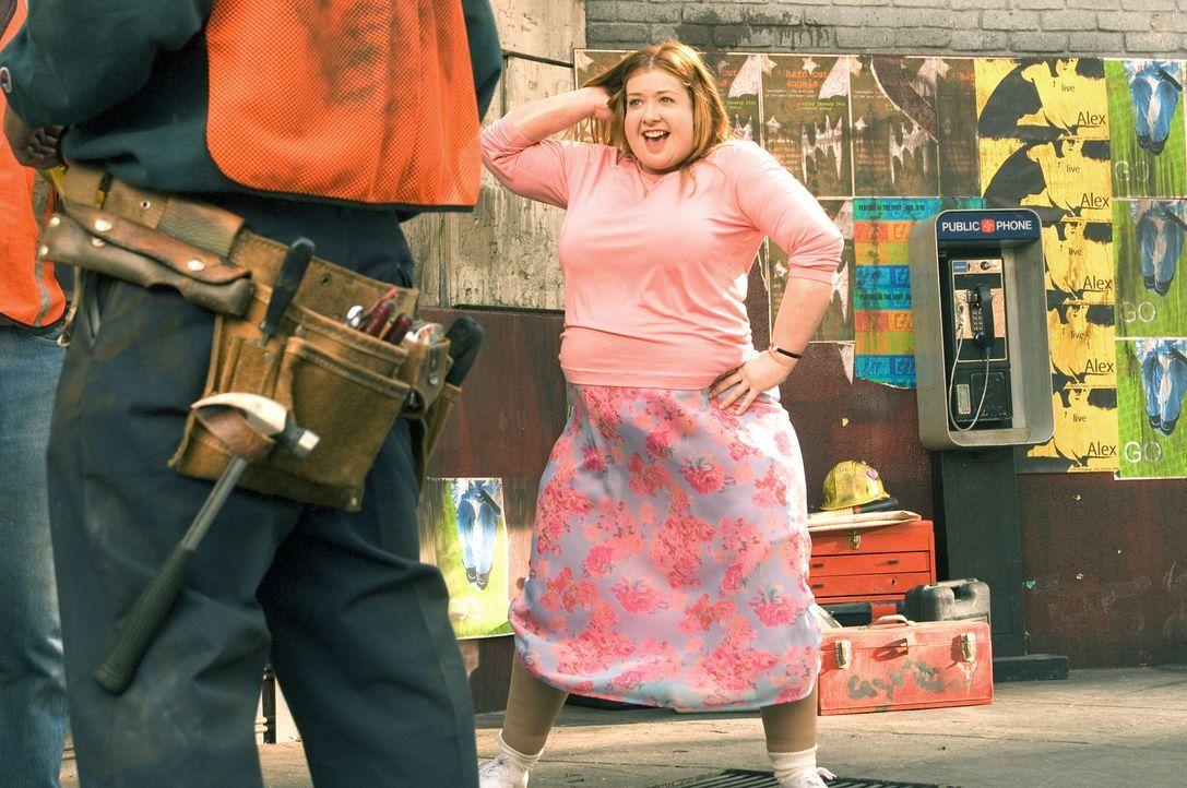 Julia (Alyson Hannigan) kämpft mit den Waffen einer Frau ... - Bildquelle: Epsilon Motion Pictures
