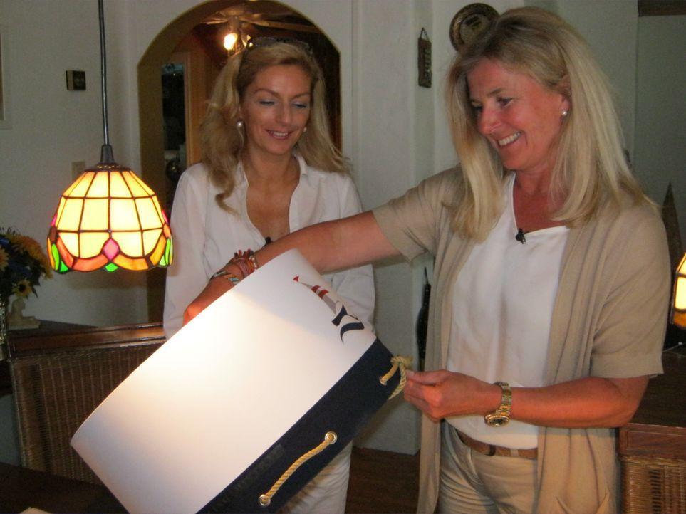 Janina mit der Ausladnsexpertin Kerstin - Bildquelle: kabel eins/Stefan Hobmaier