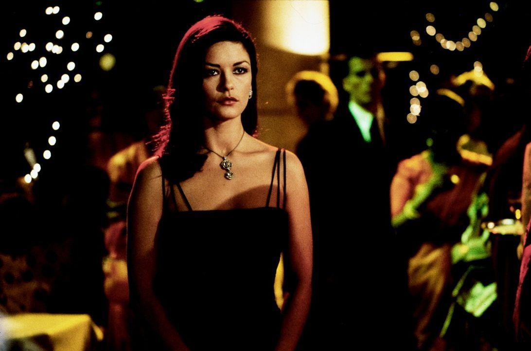 Schön, verführerisch und geheimnisvoll: die Detektivin Gin Baker (Catherine Zeta-Jones) ... - Bildquelle: 20th Century Fox.