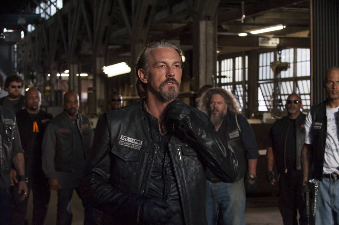 Chibs (Tommy Flanagan, l.), Bobby (Mark Boone Junior, M.) und Happy (David Labrava, r.) ist klar, dass ein einziger Schuss eine jahrelange gute Bezi... - Bildquelle: 2012 Twentieth Century Fox Film Corporation and Bluebush Productions, LLC. All rights reserved.