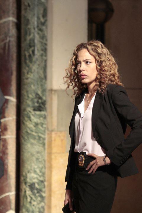 Wer ist Mr. Kilborn? Cherie Rollins-Murray (Tawny Cypress) vom FBI muss genau dies herausfinden ... - Bildquelle: 2013 Sony Pictures Television Inc. All Rights Reserved.
